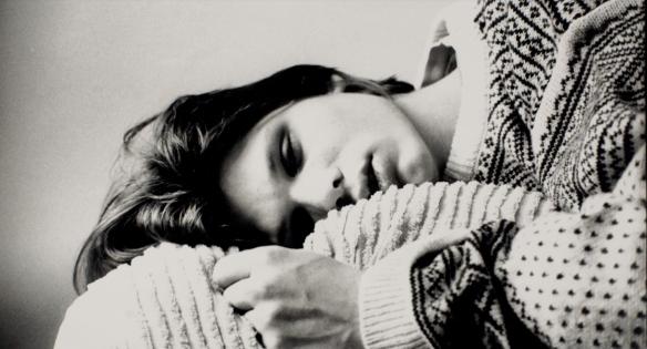 Skjermdump fra Ellen Ugelstads musikkvideo for Highasakites Everything Sank In You.